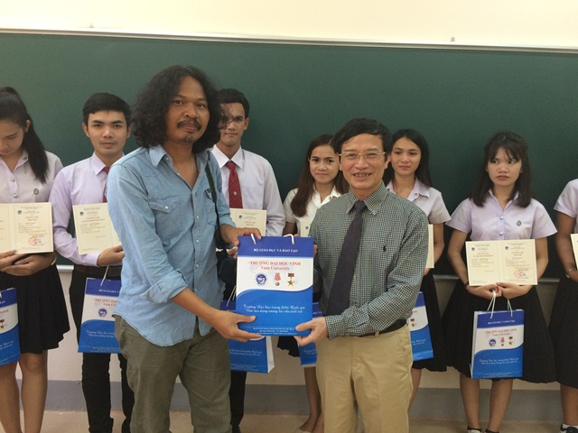 Closing ceremony of Vietnamese language course for staff and